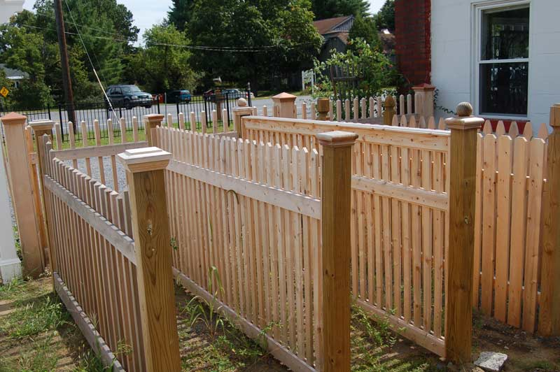 Cedar.picket.fence.styles 1
