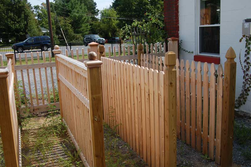 Cedar.picket.fence.styles 2